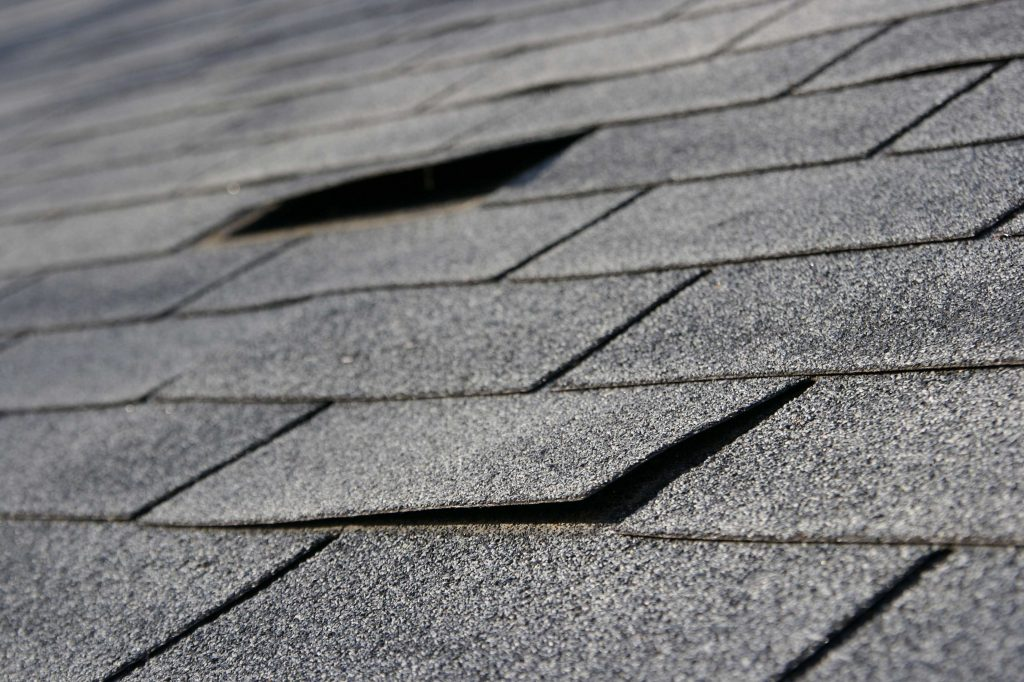 beware and don't get scammed with a bad roof avoid cheap shingles choose a high quality roofer in pa